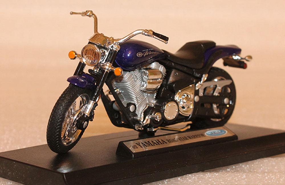 Коллекционная модель мотоцикла Yamaha 2002 Road Star Warrior 1:18