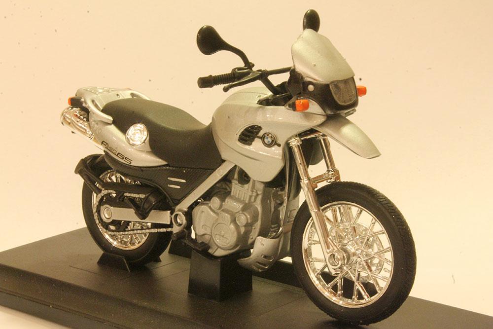 Коллекционная модель мотоцикла BMW F650GS  1:18