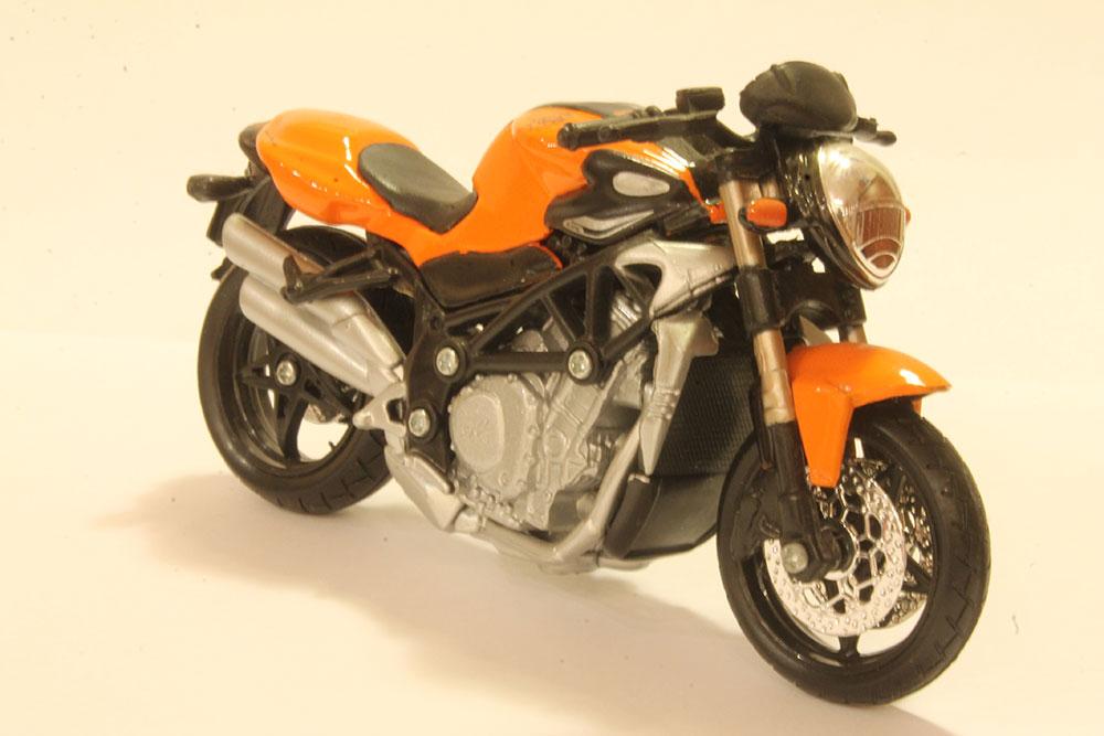 Коллекционная модель мотоцикла Beneli TNT 1130 1:18