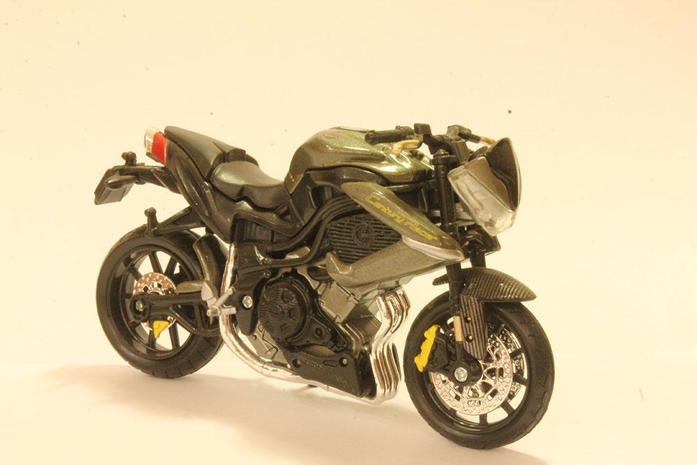 Коллекционная модель мотоцикла Benelli TNT R160 1:18