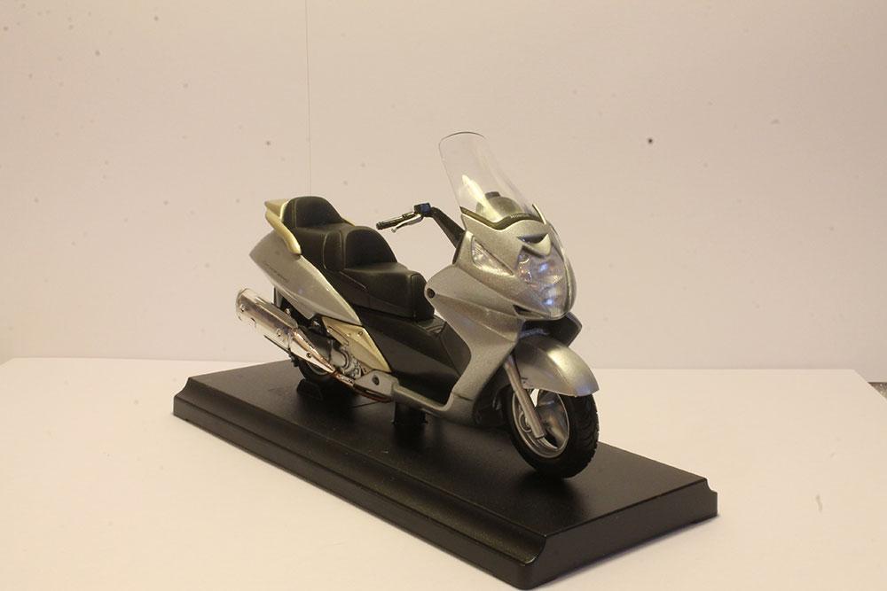 Коллекционная модель макси-скутера Honda Silver Wing