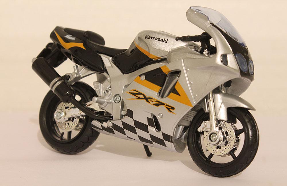 Коллекционная модель мотоцикла Kawasaki Ninja ZX-7R