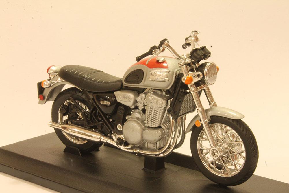 Коллекционная модель мотоцикла Triumph Thunderbird 1:18