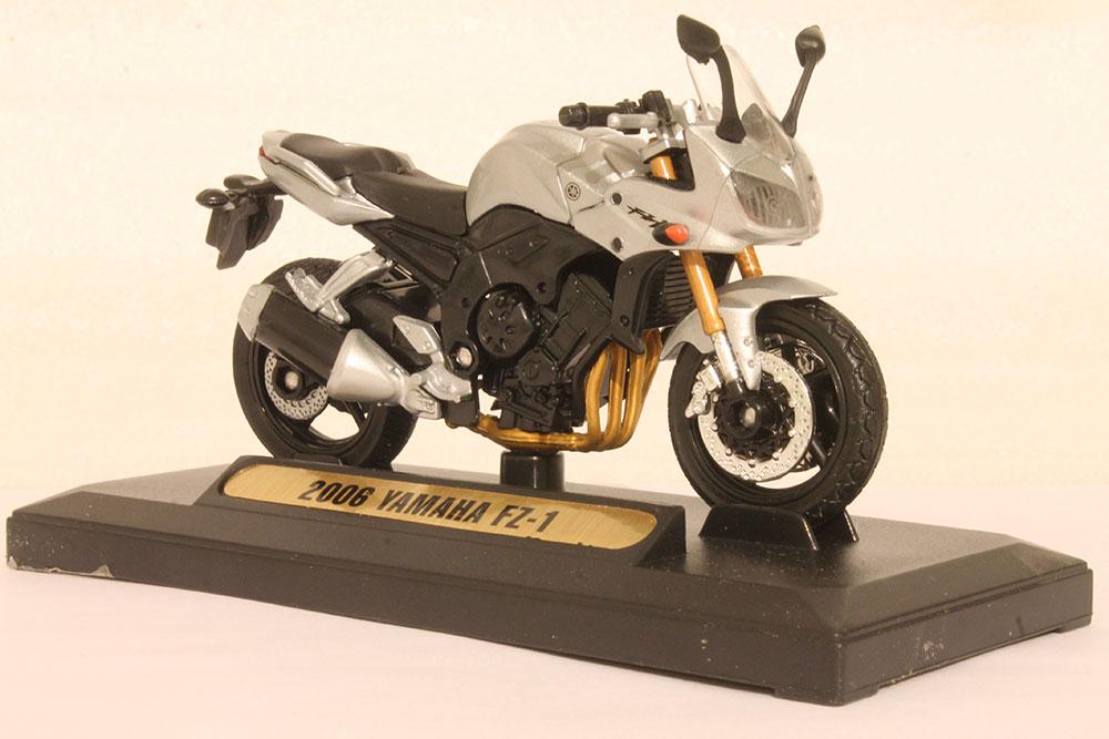 Коллекционная модель мотоцикла Yamaha FZ-1 2006г. 1:18