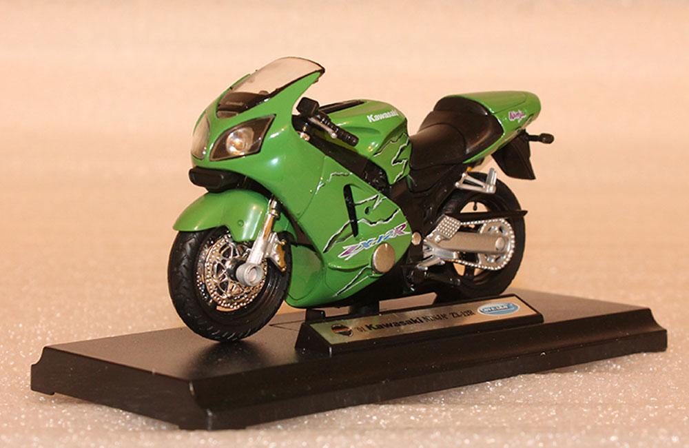Коллекционная модель мотоцикла Kawasaki Ninja ZX-12R 2001