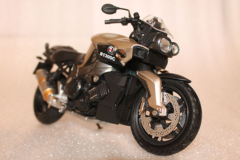 Коллекционная модель мотоцикла BMW R1300C 1:12