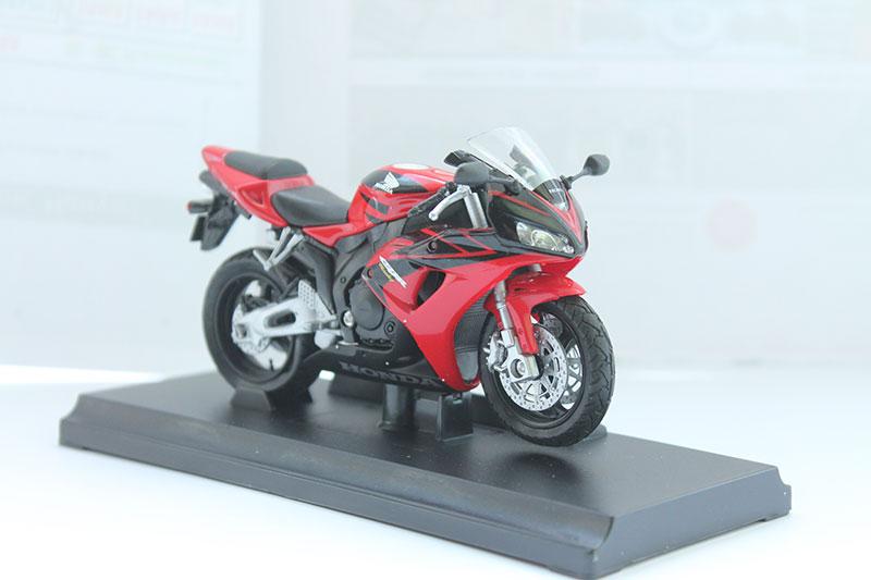 Коллекционная модель мотоцикла Honda CBR 1000RR 1:18