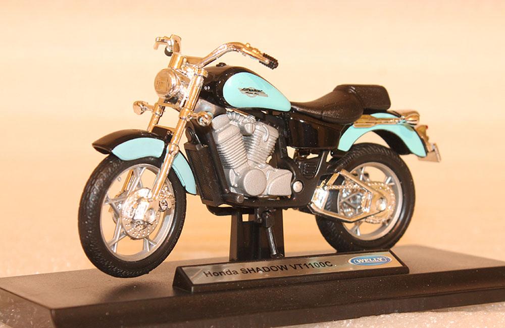 Коллекционная модель мотоцикла Honda VT 1100C 1:18